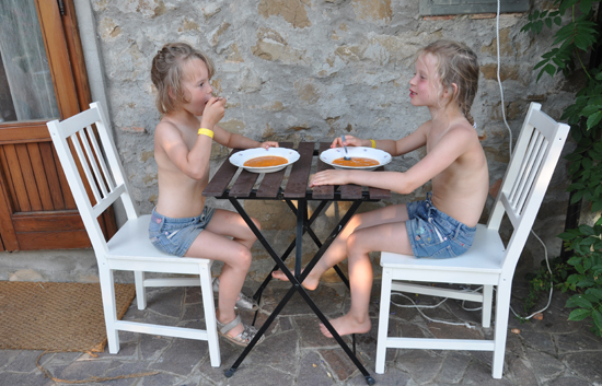 to prinsesser nyder livet i familiens toscanske hjem